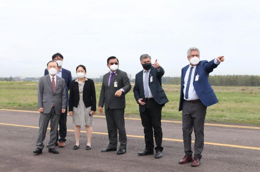 Ing. Félix Kanazawa acompañó al Embajador de la República de Corea, Don In Shik Woo a un recorrido por las instalaciones del Aeropuerto Internacional Silvio Pettirossi.