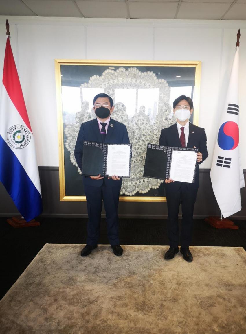 DINAC y KOICA firman Adenda en el marco del Proyecto de Fortalecimiento de las Capacidades de Profesionales de la Aviación Civil en Paraguay.